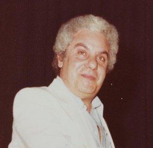 #28agosto 1980 #CarmeloIannì proprietario dell'albergo Riva Smeralda a Villagrazia di Carini (PA) viene ucciso come ritorsione per aver consentito un'operazione sotto copertura della polizia culminata con l'arresto dei chimici marsigliesi al soldo della #mafia #sullenostregambe https://t.co/MqvAUo67lb