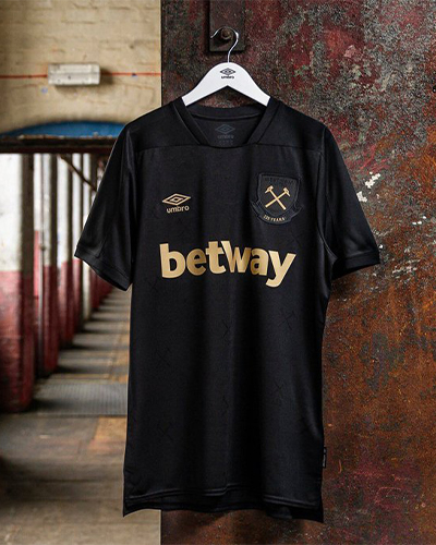 .@umbro have launched @WestHam's new Third kit, celebrating the club's 125th anniversary with a stripped back, black-and-gold number. Nice little details throughout on this one. Sam Sparro must be a Hammer. https://t.co/vFT8Jew2qx