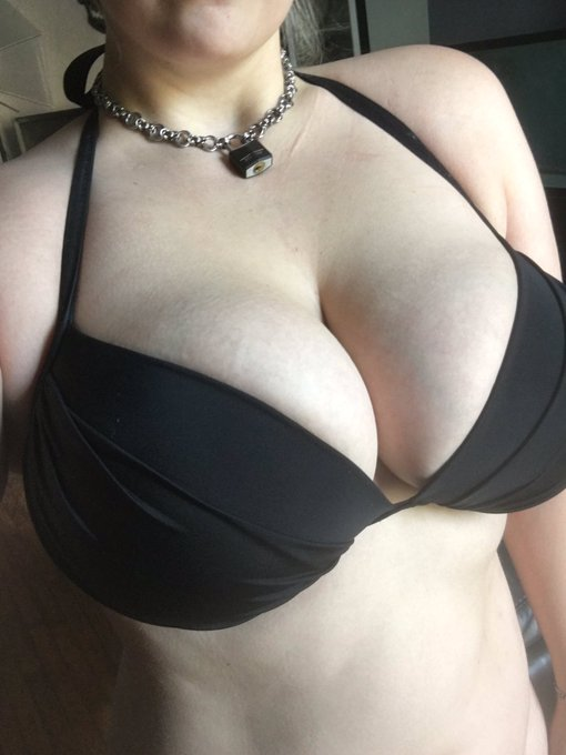 I don't know many things in life, but I do know I have giant titties. https://t.co/lTDMH4Nm5N