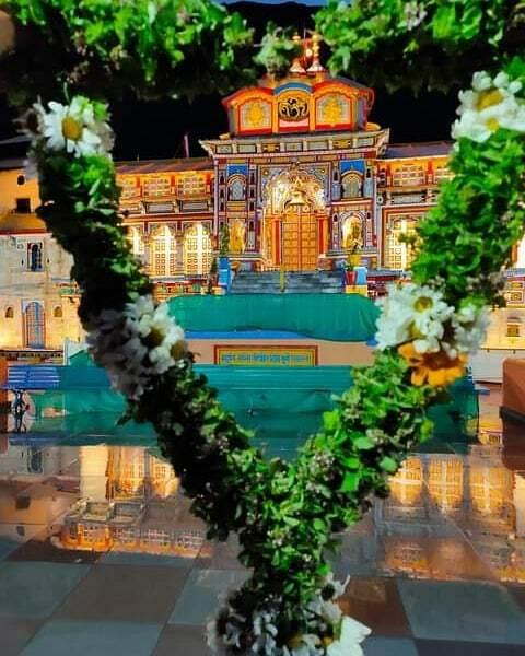 """""""बहुनि सन्ति तीर्थानी दिव्य भूमि रसातले। बद्री सदृश्य तीर्थं न भूतो न भविष्यतिः॥""""  श्री बद्रीनाथ धाम, Shri Badrinath Dham  #gloryofshivashakti #gloryofshiva #badrinath #badrinathtemple #badrinathdham #badrinath_kedarnath_gangotari_yamnotari #kedarnath #k… https://t.co/9r6ZHoQ7Ko https://t.co/GZTqZMAI7P"""
