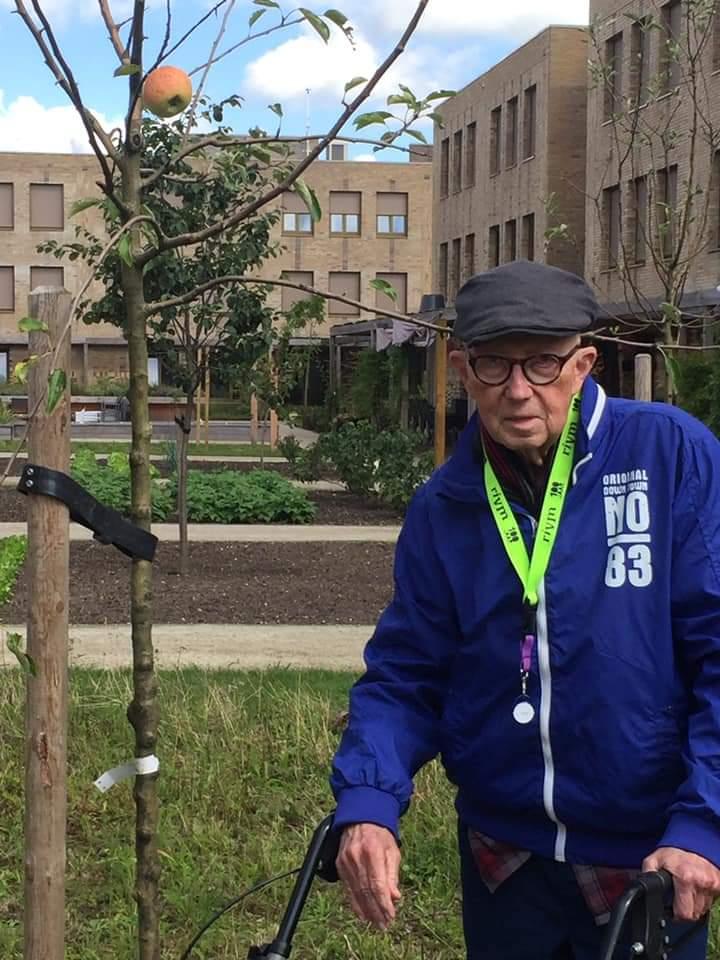 Keek op de werkweek: op advies van deze bewoner zijn er appelbomen in de belevingstuin @Viattence van Hofje Wendakker #Heerde geplaatst. We zijn 1 jaar verder en zie daar... https://t.co/KgCxPKslWo