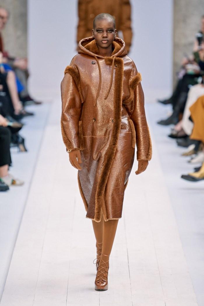 Comfy camel essentials @maxmara  #infurmagazine #infurmag #fashion #slowfashion #furs #ootd #stylefashion #fashioninfluencer #streetstyle #glam #fluffy #furry #fashionstyle #fashionweek #fashionstatement #styleinspo #wiwt #fall #maxmara #fw #trendy #newcollection https://t.co/n7KT7UIoAa