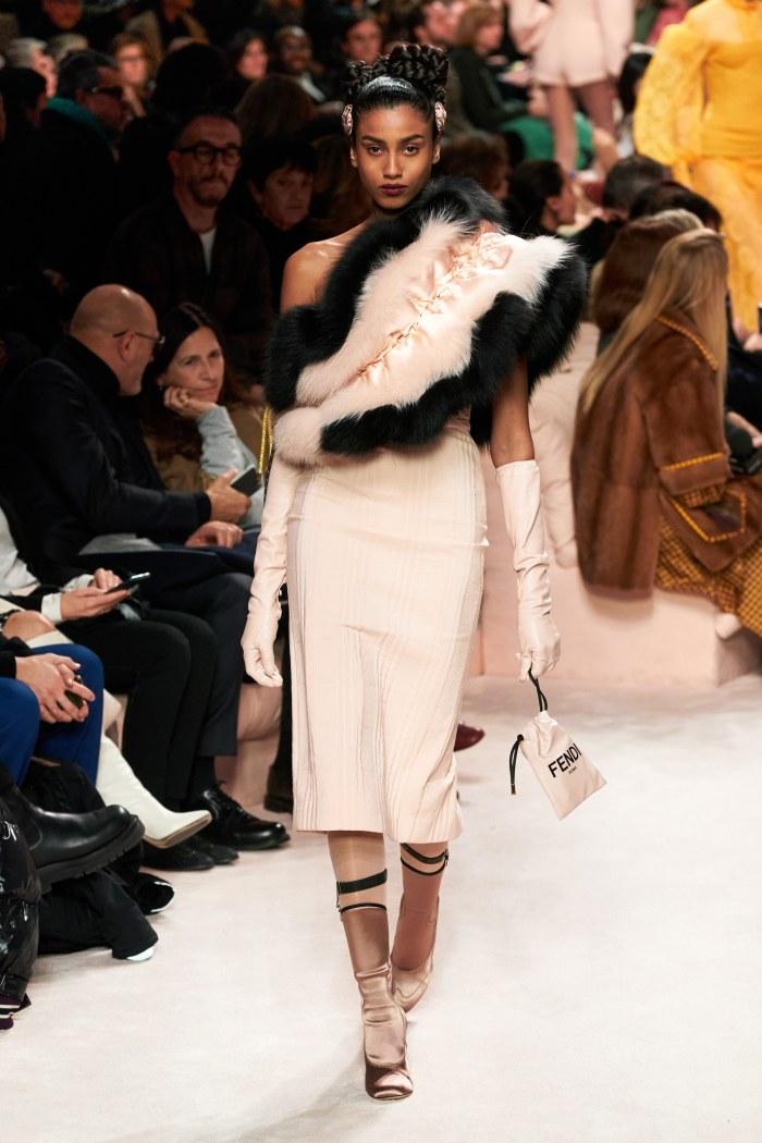 Fall ruffles @fendi  #infurmagazine #infurmag #magazine #fashionmagazine #fashion #slowfashion #furs #furfashion #ootd #fashioninfluencer #streetstyle #fox #ruffles #fashionstyle #fw #fashionweek #fashionstatement #styleinspo #wiwt #trendy #trends #aw20 #newcollection #fendi https://t.co/HuWMzZrv5n