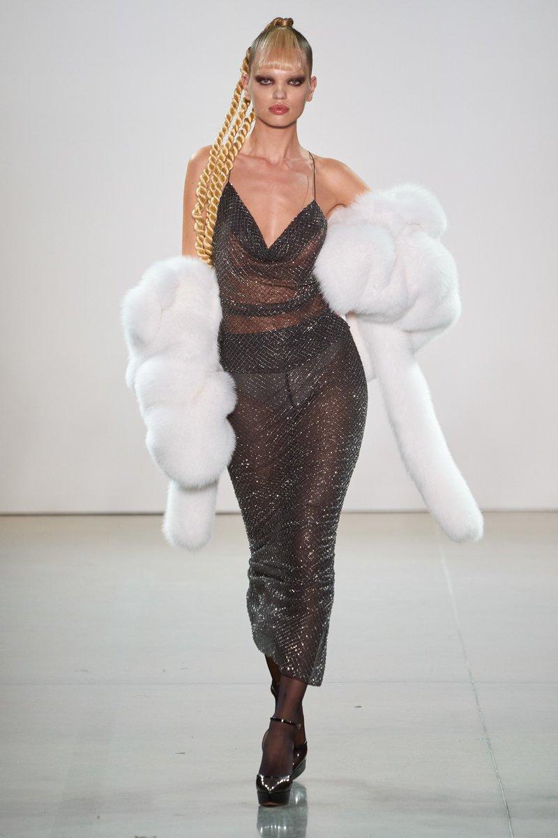 More volume please #LaquanSmith  #infurmagazine #infurmag #magazine #fashionmagazine #fashion #slowfashion #furs #fur #furfashion #furcoat #ootd #stylefashion #fashioninfluencer #streetstyle #fashionweek #fashionstatement #styleinspo #wiwt #fall #fw #trendy #newcollection https://t.co/kXDxh0r6Ks