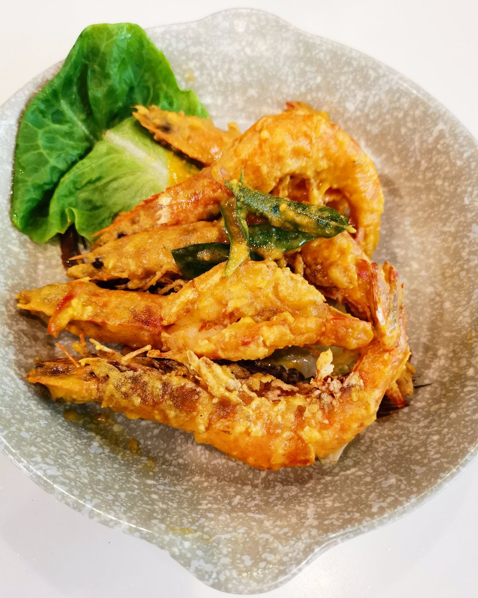 Salted Egg Yolk Prawns #fried #SaltedEggYolk #prawns #CantoneseFood #AsianFood #lunch #almuerzo #ketodiet #healthy #fitness #lifestyle #coffee #tea #abendessen #dinein #eatout #cafe #chef #鹹蛋蝦 #黃金蝦 #料理写真 #おいしい #저녁식사 https://t.co/B8gcP2Atrl