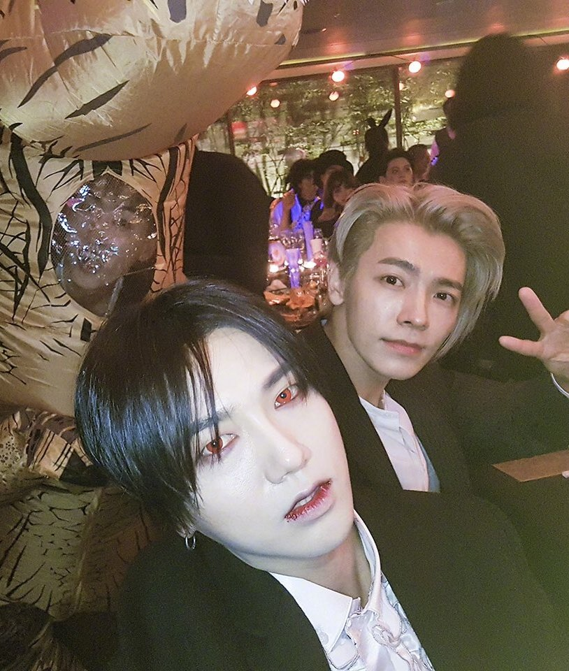 Vampire yesung and blonde donghae lives in my mind rent free.  that t-rex wannabe person?? Idk him https://t.co/oZttrW9J60