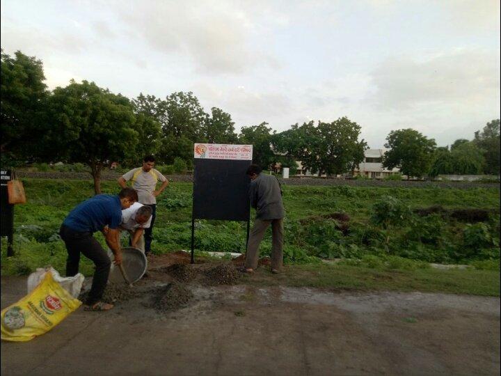 Broad Gauge Workshop, Bhavnagar Para के सामने लगे #PRKP_BVP  ( @BmsBrms ) के #सूचना_पट के पास  वृक्षारोपण किया गया #union के कार्यकर्ताओं के द्वारा, #पर्यावरण_दिवस (अमृता देवी बलिदान दिवस) व श्रध्येय दतोपन्त ठेंगड़ी जी जन्मशताब्दी वर्ष के उपलक्ष्य में। https://t.co/b0f8ZaN5iH