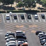文字が見えていない?バスの駐車スペースに普通の自動車が駐車している!