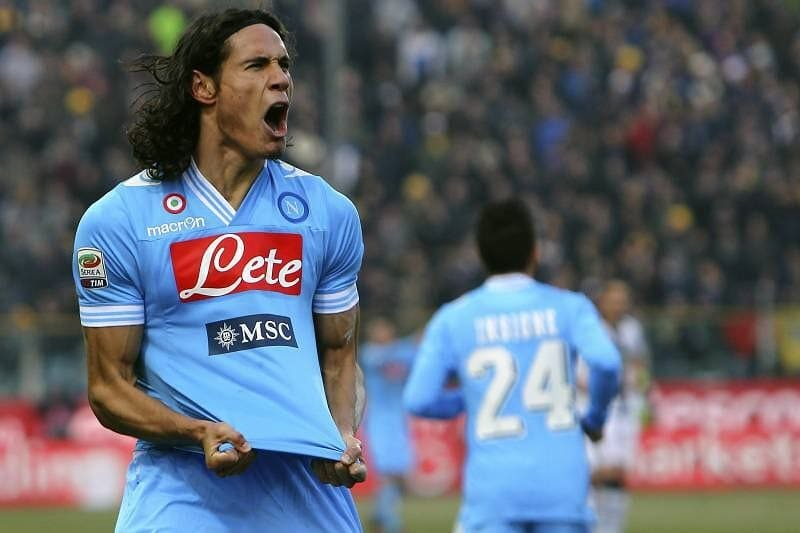Edinson Cavani rejected the chance to join Juventus on a free this summer because of his loyalty to his former club Napoli. (Source: Sky Sport Italia) https://t.co/jalpvh1zWV  #footballgames  #footballvideos  #footballedits  #footballtraining  #footballmemes  #football  #footba… https://t.co/rcBuXwPPVb