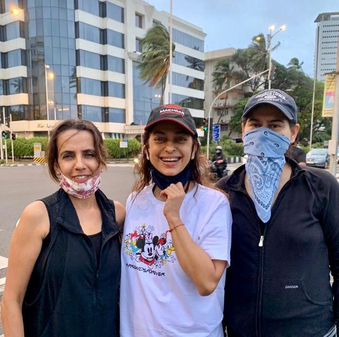 Three Musketeers 😁 Shabnam, myself and Vinita (here the bandit queen) 😅  Out with my friends for a walk at Marine Drive , our first meeting and outing in 5 months ..!!!! great fun  ..!!! 😁😁👍👍 https://t.co/3sGbmv0RLg