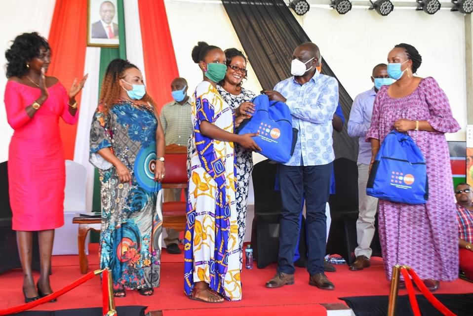 Accompanied H.E William Ruto in the Coast region tour . We had the opportunity of Giving pads with unfpa in mombasa.
