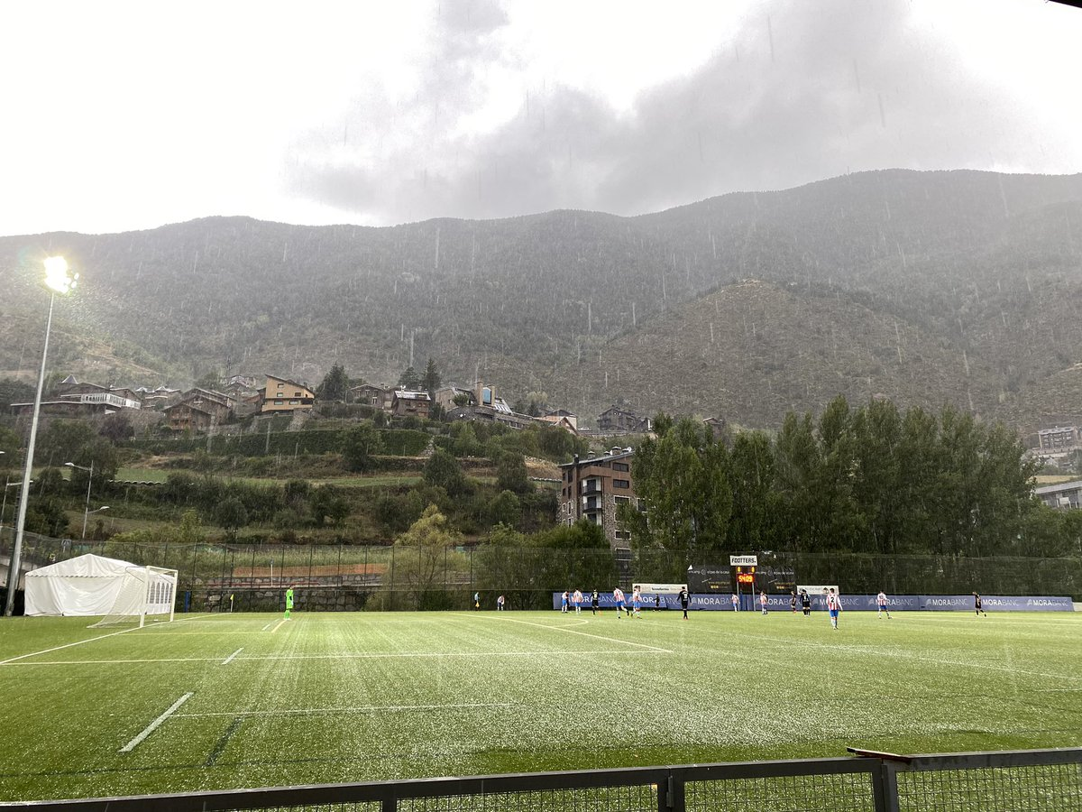 Min. 55 | 1-1 | 🏟️ Prada de Moles  L'àrbitre suspèn el partit per la caiguda de calamarsa 🌨☔️!  #AndorraMartorell #SomTricolors🔵🟡🔴 #MésViusQueMai