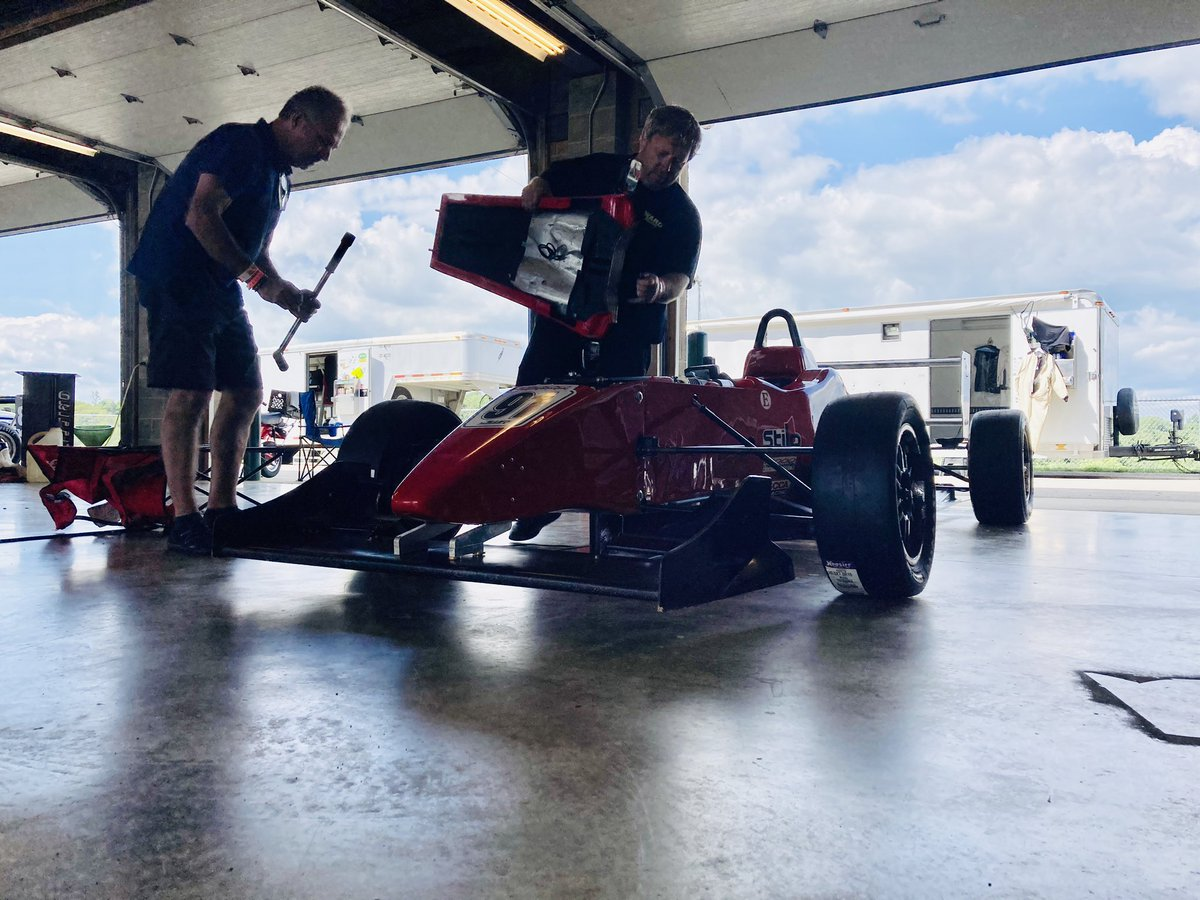Final race prep. #scca #f2000 #formulaatlantic #openwheel #Racing https://t.co/VdHrAvIh5c