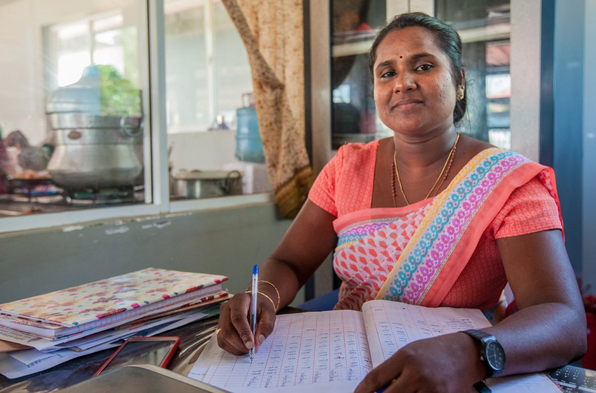As a result of lockdowns & closures, courts are facing a backlog in cases such as ones for labor rights violations which have been rising since the pandemic began. In #SriLanka, @UNDPSriLanka's #ROL4Peace work provides free #LegalAid to serve justice: https://t.co/CwuLnN36hu https://t.co/s1x8chcBUZ
