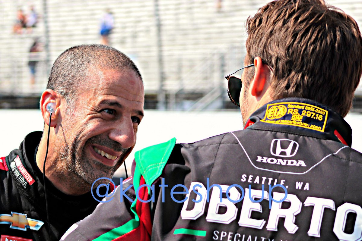 .@TonyKanaan chats with @MarcoAndretti before #indycar qualifying at Gateway https://t.co/rovcGle0Gi