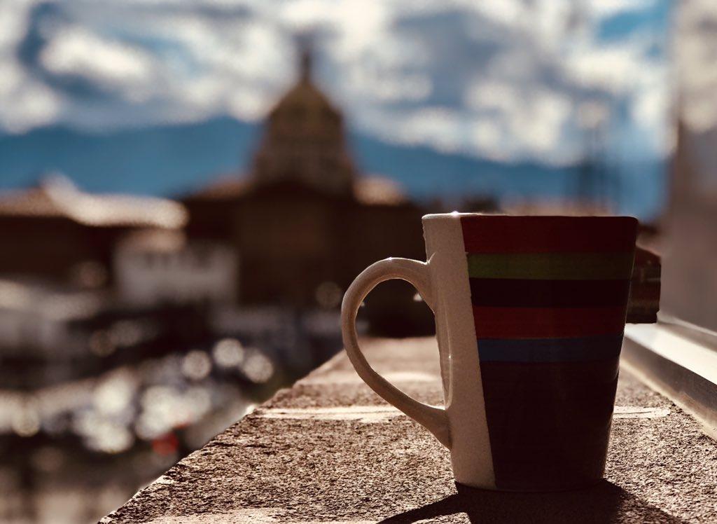Un café en la mañana con un fondo encantador #Cuenca #Ecuador https://t.co/nxdVlrIlc4