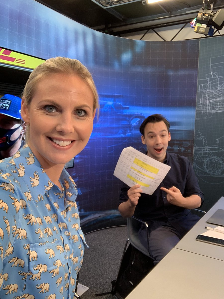 Time to send in your questions using #F1Live 🤓🤓🤓 #F1 https://t.co/53qAf2eXXo