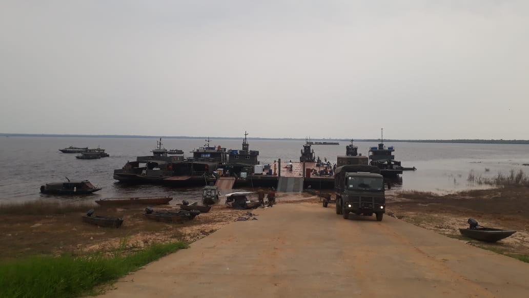 #OperaçãoAmazônia - Módulo Logístico do 8° Batalhão de Infantaria de Selva, Tabatinga/AM, navega por cerca de 1000 km pelo Rio Solimões até chegar em Tefé/AM. Após 4 dias, as embarcações seguem em deslocamento para Manaus. Veja mais:  https://t.co/DrccwKcXJP https://t.co/bcVatGwnul