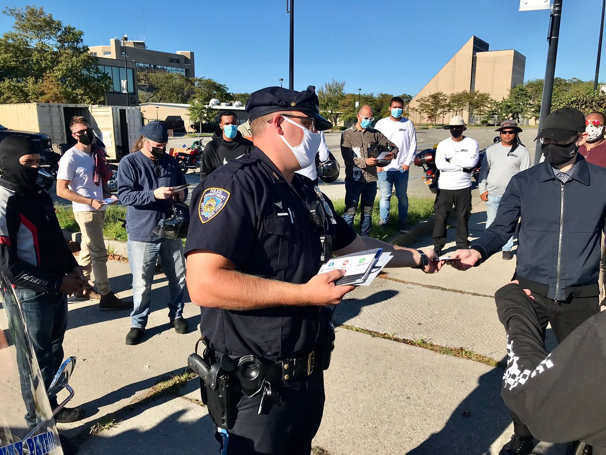 A #VisionZero Initiative was conducted by members of @NYPDHighway Unit #2 Police Officers Stephen Lewis & Anthony Stewart, distributing flyers and pamphlets to students at the motorcycle safety school held at Kingsborough #Community College, raising awareness for new riders. #nyc https://t.co/OeTUObouxo