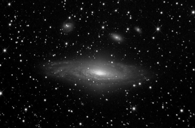 SEPTEMBER DEEP SKY OBJECT PROPOSED:  NGC 7331 in Pegasus is an unbarred spiral #galaxy 40M light-years distant. It's size is similar to our Milky Way and has several galaxy satellites around, It's a good target for visual/CCD amateurs. Image: Xavier Bros #ansyllum @AstroSabadell https://t.co/XdNEcFUd9Y