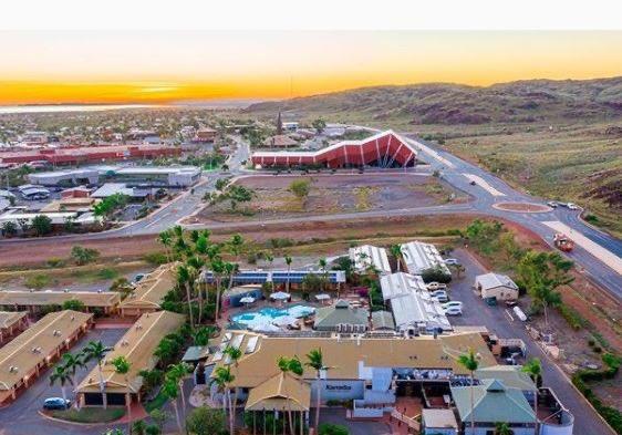 A cracking sunrise pic 📷🚁☀️ Pic @FuzzDigital  #PicOfTheDay #sunrise #pilbara #karratha #thisiswa #justanotherdayinwa #regionalwa https://t.co/HjDVb7f8HZ