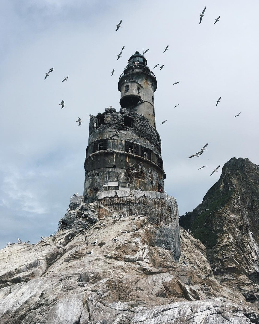 Abandoned lighthouse on Sakhalin Island, Russia. https://t.co/VgVmZlXDtf