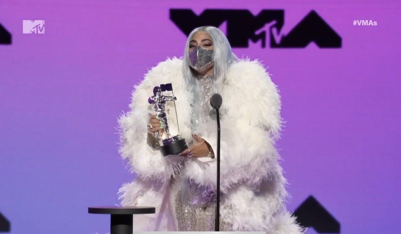 Lady Gaga >>> álbum 'Chromatica' [IV] - Página 27 EgtjaygXgAMIqRE?format=jpg&name=large