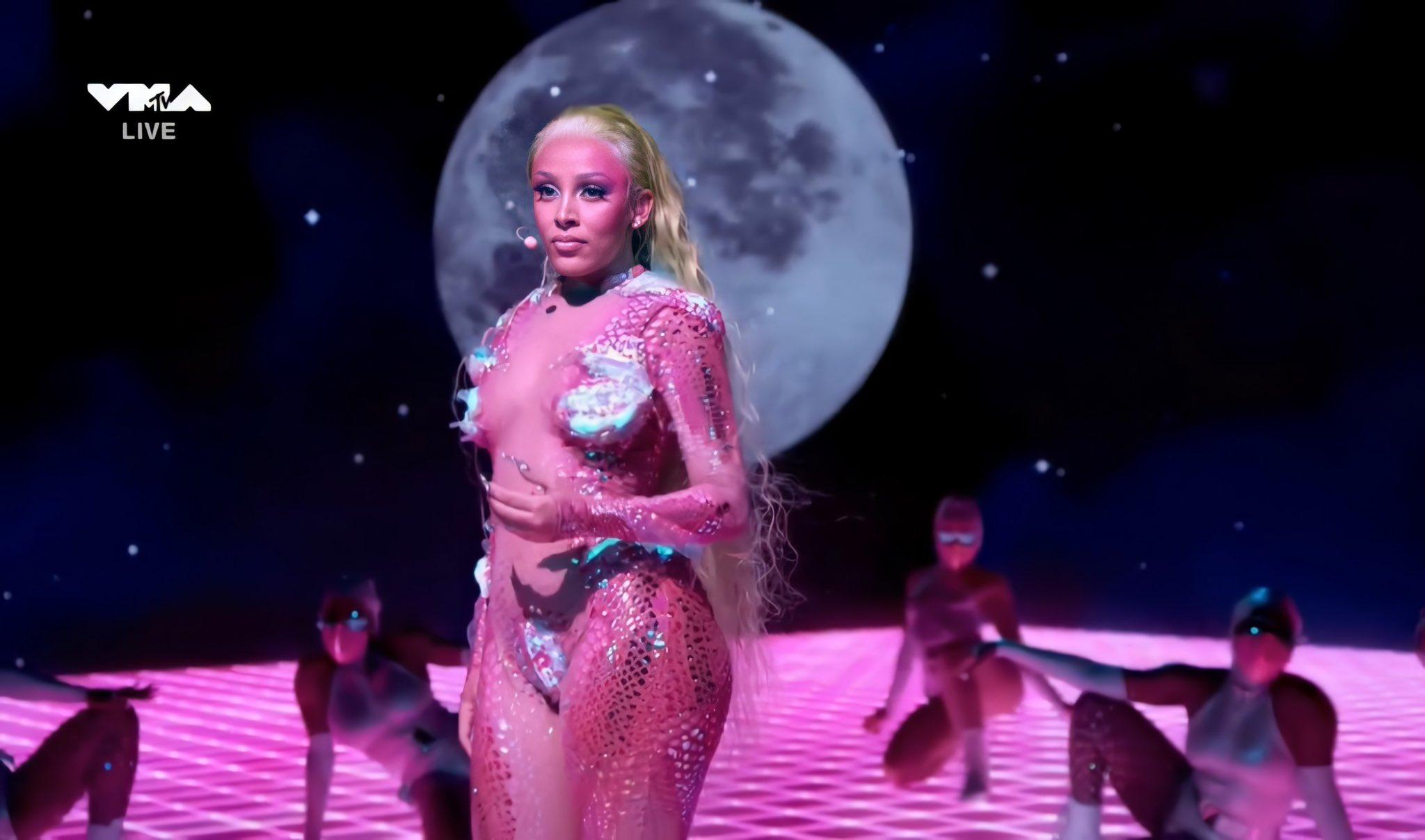Doja Cat performs at the 2020 VMAs