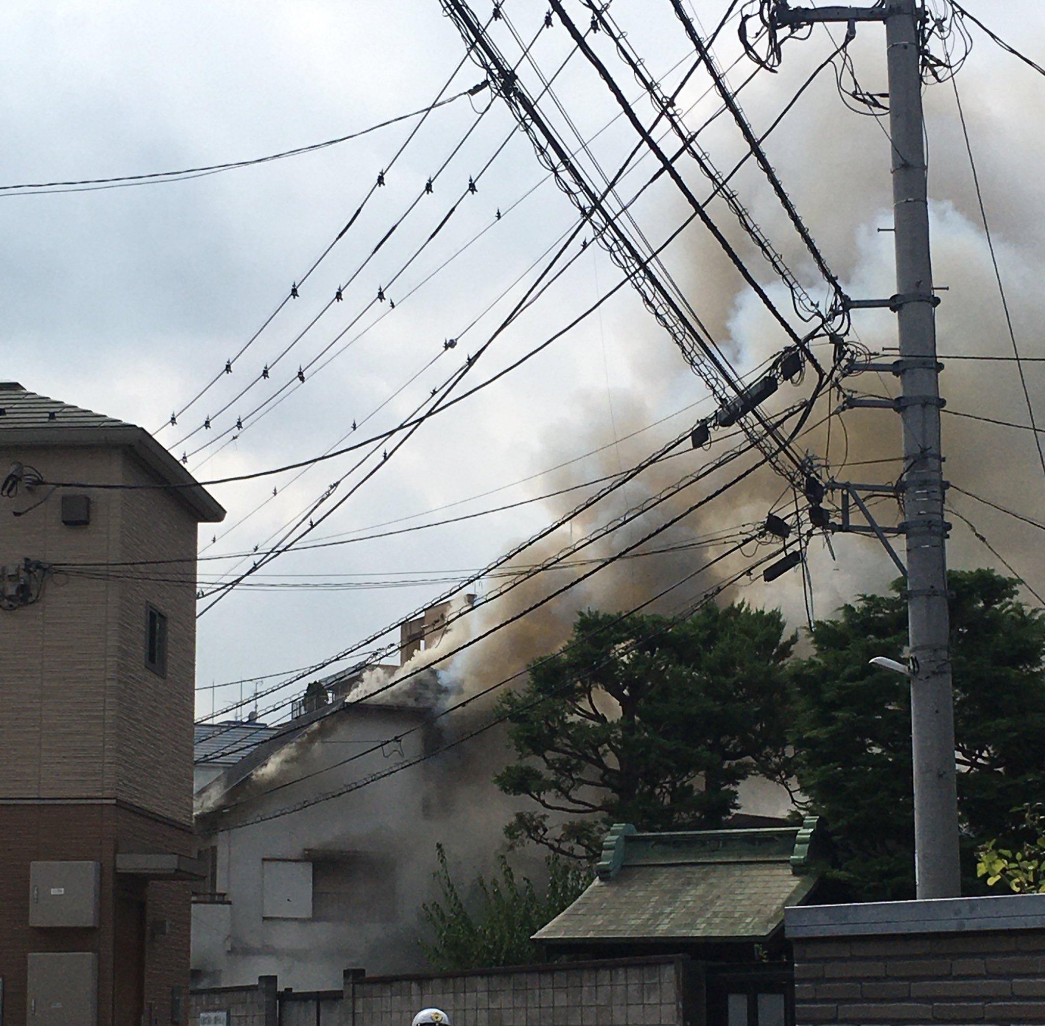 川崎市高津区溝口の建物が燃えている火事の画像