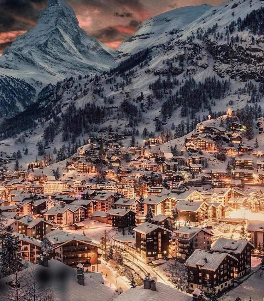 🏔️A small country, #Switzerland offers visitors an incredible range of sights and #activities#imadtravel #swiss_views #swissmountains #swissalps #swisslace #swissinstameet #travel #travelphotography #zermattswitzerland #zermattmatterhorn #Travel #offer #special #trending #trend