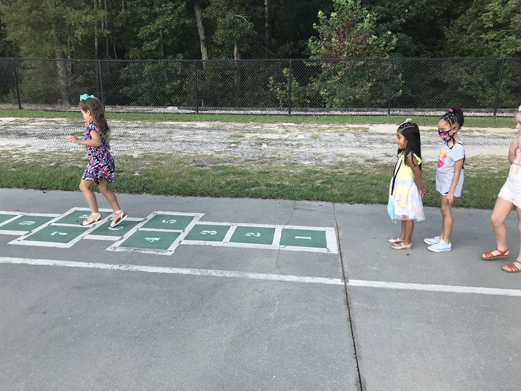 Enjoying our morning recess on the blacktop! #onerce #bettertogetherin1st https://t.co/tgypfWOcfz