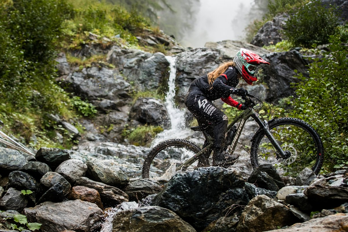 Isabeau Courdurier signed her first victory under her new colors and on her new bike, the Lapierre Zipp Collective   Location. Zermatt  Lapierre Zipp Collective  Credit: @lapierrezippcollective @maddogboris https://t.co/bltoTQS7ip