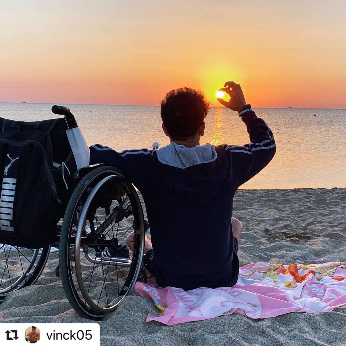 """#Repost @vinck05 with @make_ . Reúna suas forças e levante-se, valorize cada pedacinho de areia que você deixou e use-o para """"ir"""". Não pare na metade. . #wheelchair #wheelchairlife #wheelchairlifestyle #disability #Bomdia https://t.co/Gq2NcsuvBN"""