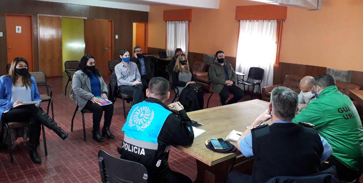 Hace instantes junto con el bloque #ChubutAlFrente nos reunimos con la @Policia_Chubut. Trabajamos sobre los temas de inseguridad que afectan a nuestros vecinos y vecinas. Buscamos en conjunto soluciones a las necesidades de la gente.  #EselCamino #Trelew https://t.co/LxbAmgm3IW