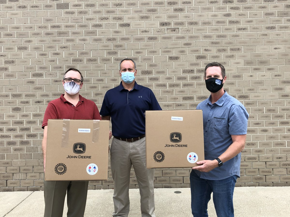 Today I again teamed up with the @IMA_Today, @JohnDeere, and @UAW to deliver protective face shields to senior care facilities and first responders. We dropped boxes off at Macoupin County EMA, Morningside of Godfrey, and Meridian Village in Glen Carbon. https://t.co/UZONulR8kf