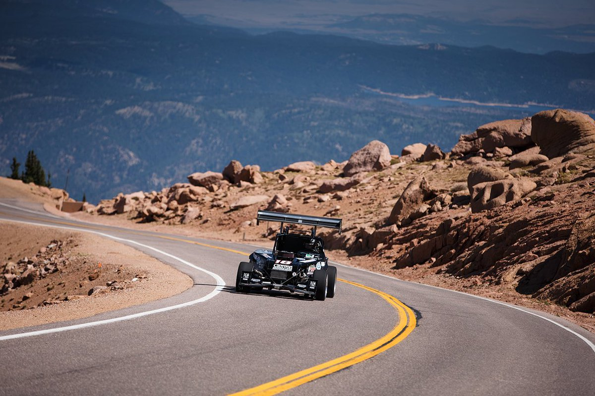 With a time of 9:35.490, Vahsholtz managed to beat his personal record by a slim .257 seconds to add to his victorious run! 🏁 • 📸 @highrevphoto #PPIHC2020 #PPIHC #PikesPeak #PikesPeakHillClimb #RaceToTheClouds #KingOfTheMountain #KOTM #ClintVahsholtz #FordOpen #OpenWheel https://t.co/2UYtcggjz3