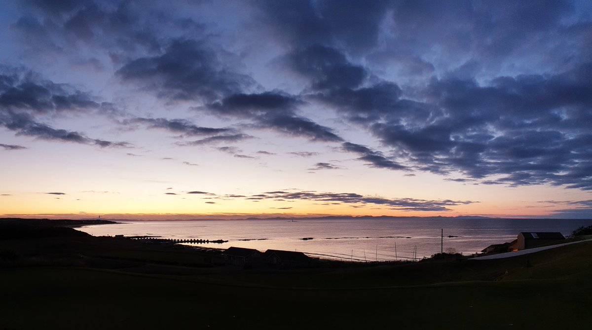 Another beautiful Moray sunset... Just another day living a #LossieLife 😎  #SecuringTheSkies and #SecuringTheSeas in style... We are #TeamLossie 💪  What have you been up to over the weekend? Let us know 👇👇👇 https://t.co/cylgpelg5y