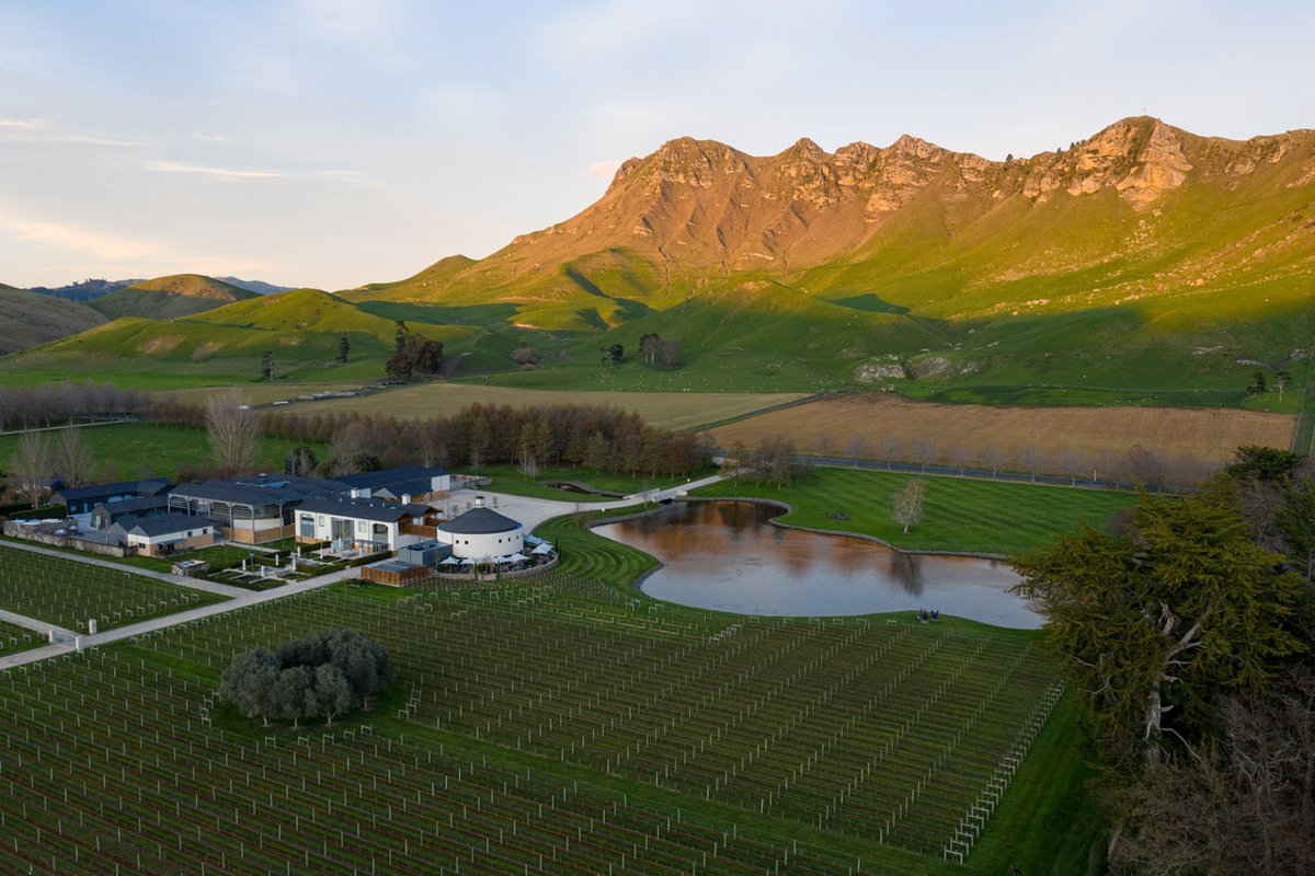 It's officially the last day of winter in New Zealand. Although the frosty mornings at Craggy Range have been beautiful, we're ready for spring.  #craggyrange #nzfood #hawkesbay #nzwine https://t.co/mHsRQoMOvs