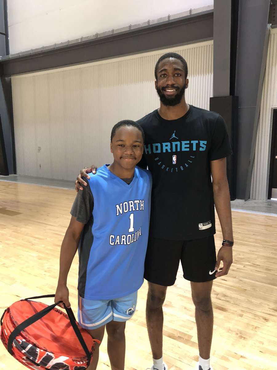 Took a flick with the @UNC_Basketball big bro @BRob_4 after getting some work in. #focused #tarheels #uncbasketball #hoops https://t.co/6dsJIMOhWs