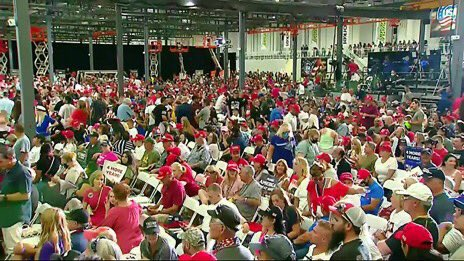 Here's a photo from Trump's Henderson rally. This is a totally egregious lie twitter.com/atrupar/status…