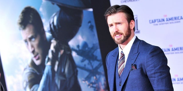 Chris Evans owns up to accidental explicit photo leak: 'it's embarrassing' https://t.co/JaPBEbVDyk https://t.co/P2uN4DNmnz