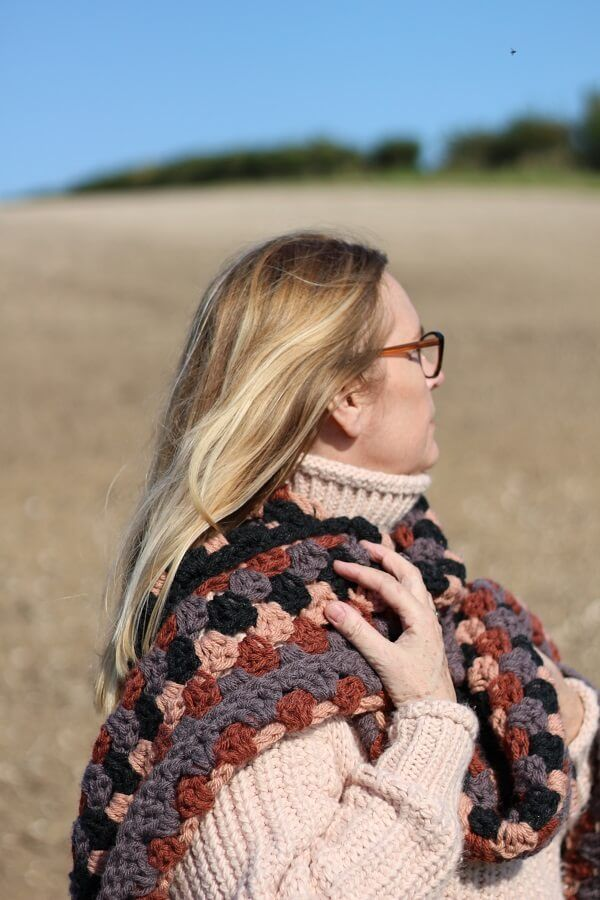 In their newest blog post, @LazyDaisyJones tried out Hue + Me Yarn and The Color Pop Super Scarf Pattern! @TwoOfWandsKnits #LionBrandYarn https://t.co/r10eE6rVel https://t.co/JhsKkJvAYS