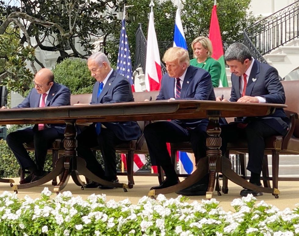 The Abraham Accords are signed!  Today's historic signing proves that the nations of the Middle East are breaking free from the failed approaches of the past.  After decades of division and conflict, we mark the dawn of a new Middle East.  Congratulations to all! 🇺🇸🇦🇪🇮🇱🇧🇭 https://t.co/QOnKCaQZLc