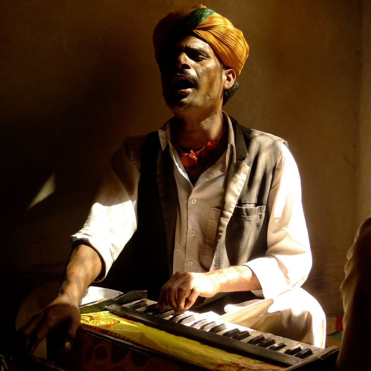 Tomorrow, join us for soul-stirring music from #Rajasthan, #India, to kick off Transcendence: A Virtual #SufiMusic Festival!  Masters of #qawwali led by Anwar Khan will demonstrate a form of Sufi singing inspired by #poetry.   Wed., Sept. 16, 12 pm EDT: https://t.co/dphDimNLlY 🎶 https://t.co/9iPoqPB9RK