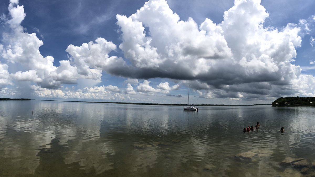 目当てのセノーテはコロナにより閉まっていた…  バカラル湖で2泊3日  #LakeBacalar  #バカラル https://t.co/ABMYw7bCMU