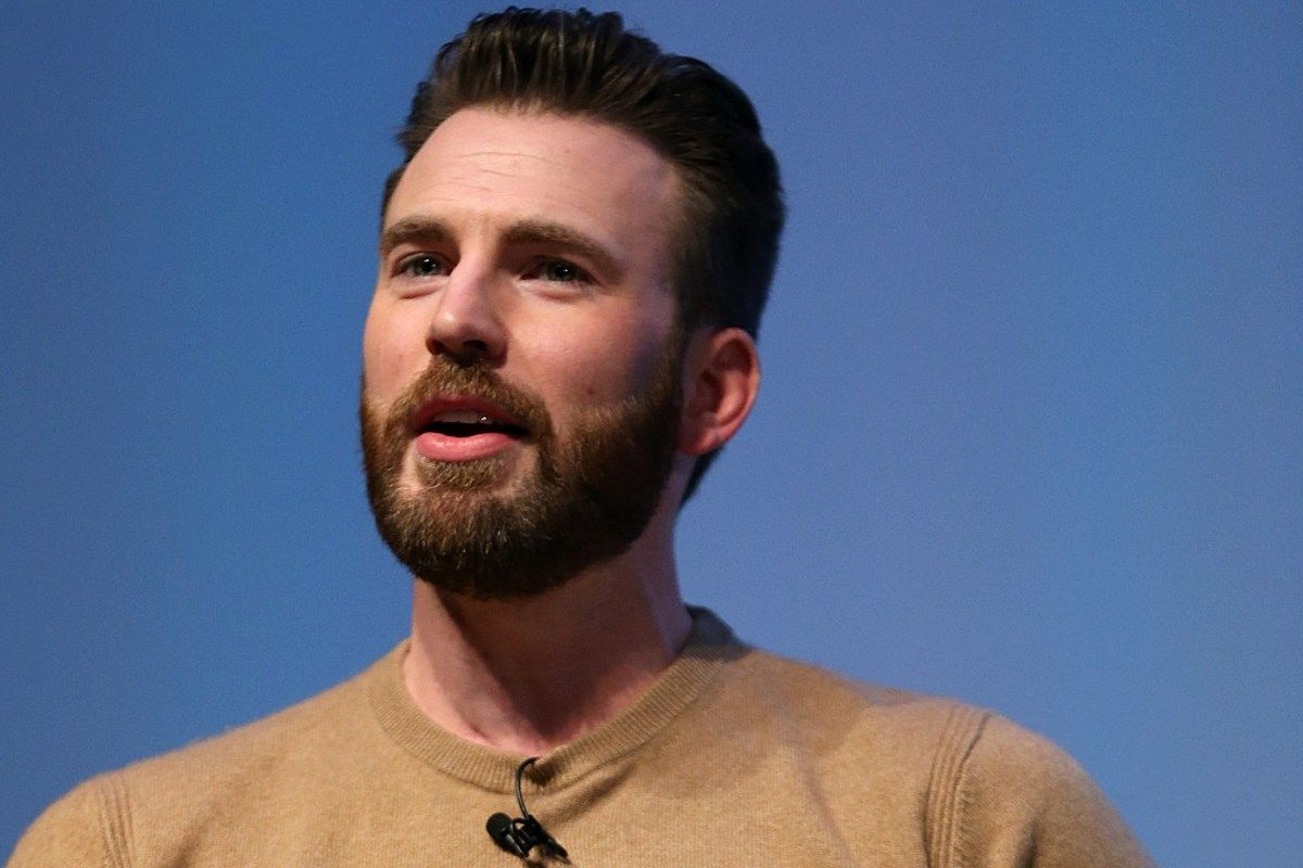 Actor Chris Evans responded to his accidental nude photo leak in a tweet. https://t.co/7HoLGXVoxh https://t.co/PRoNbi8juX