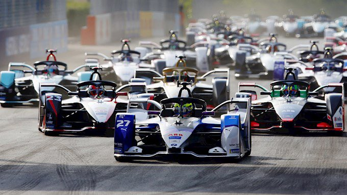 Season 6 saw the biggest end of season gap in both in the Drivers' Championship (71 points) and the Teams' Championship (77 points). https://t.co/j76EVJqnW1