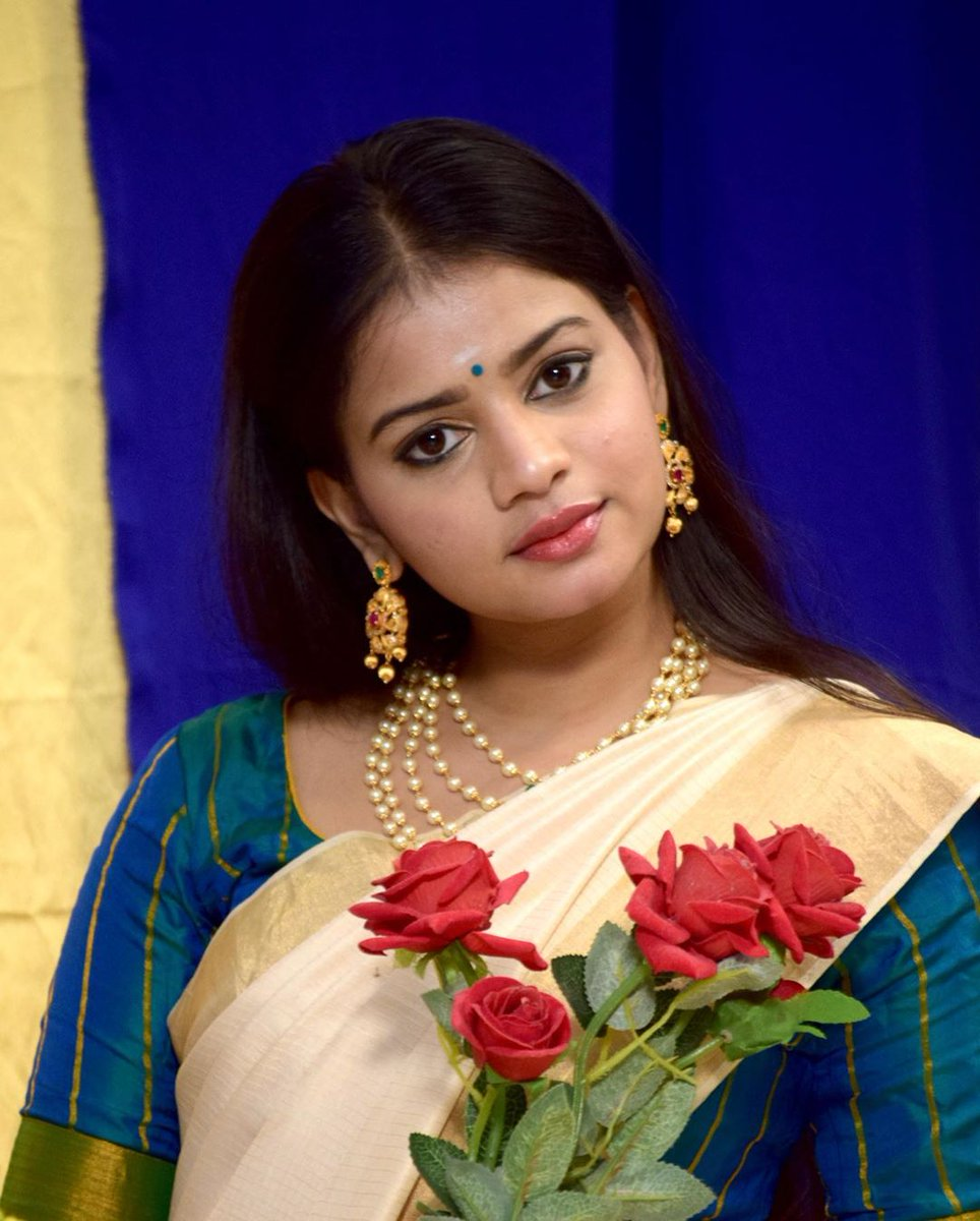 Traditional Beauty  #heroshinikomali 😍📸  @Herokomali @Prabhastylish https://t.co/GoT2NQZkrZ