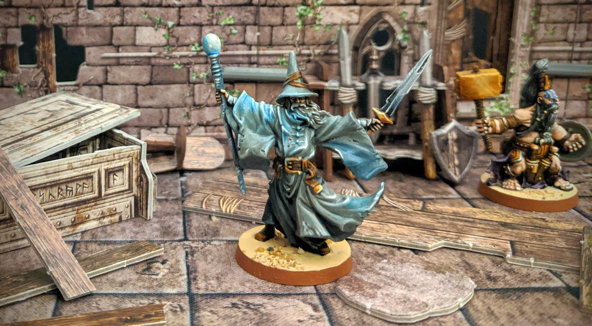 None shall pass, Elias is a force to be reckoned with. He is the grey wander, a name that belies his true power. When all other Lightbringers have fallen Elias will remain, stalwart against the Darkness.   #MassiveDarkness #Boardgames #coolminiornot #Cmongames https://t.co/kTjtxPllpk