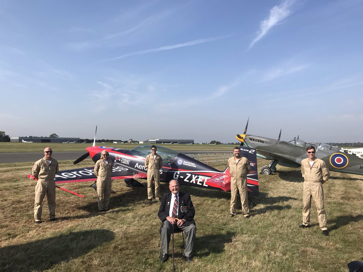 To commemorate #BattleofBritain80, The Blades flew 250-nautical-miles over key stations. With warbirds on their wings, did you manage to spot them as they took to the skies? A pleasure join them for a pit stop at Biggin Hill Heritage Hangar. #BoB80 @thebladesteam twitter.com/MikeLingPilot/…